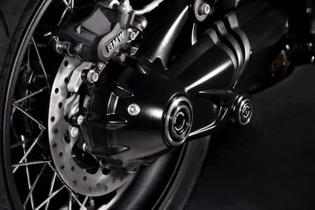 BMW Motorrad : accessoires « Machined » pour les BMW R NineT. 709055P90245880highResbmwrninetxroland