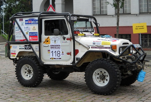 [ SCX10 Axial ] bj joustra - Page 8 724498nouslessoutenonsgildascarnettoyotabj42
