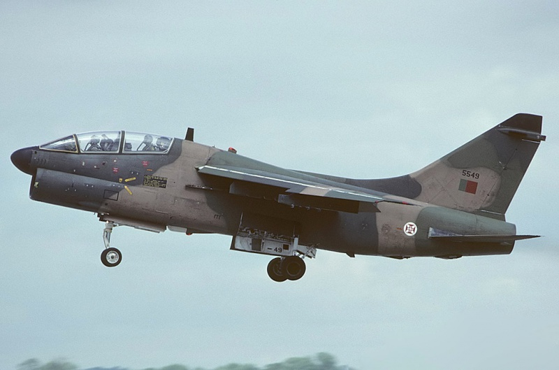 LTV A-7 Corsair II [NOUVELLE VERSION] 730133LTVA7PCorsairIIPortugueseAirForce18