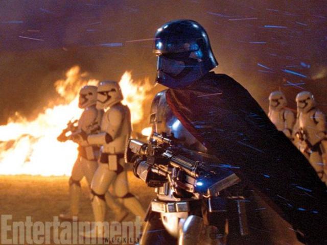 Star Wars : Le Réveil de la Force [Lucasfilm - 2015] - Page 6 736474w37