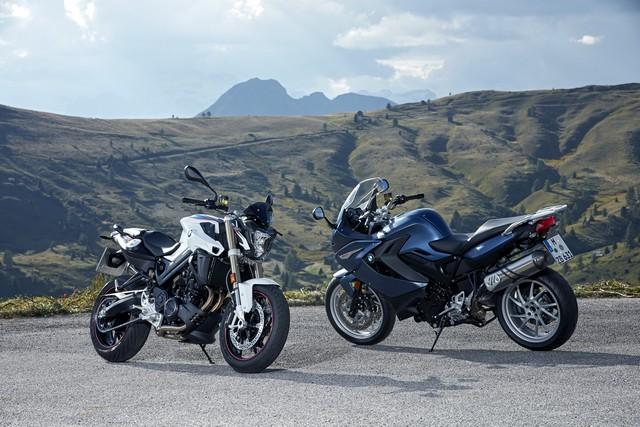 BMW Motorrad revoit la F 800 R et la F 800 GT. Plaisir du pilotage sportif et grand tourisme dynamique sous une forme affûtée 747072P90241430highResbmwf800randbmw