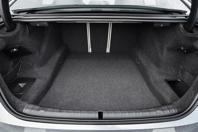 La nouvelle BMW Série 5 Berline. Plus légère, plus dynamique, plus sobre et entièrement interconnectée 747564P90237278highResthenewbmw5series