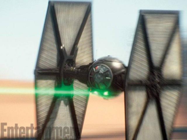 Star Wars : Le Réveil de la Force [Lucasfilm - 2015] - Page 6 750101w46