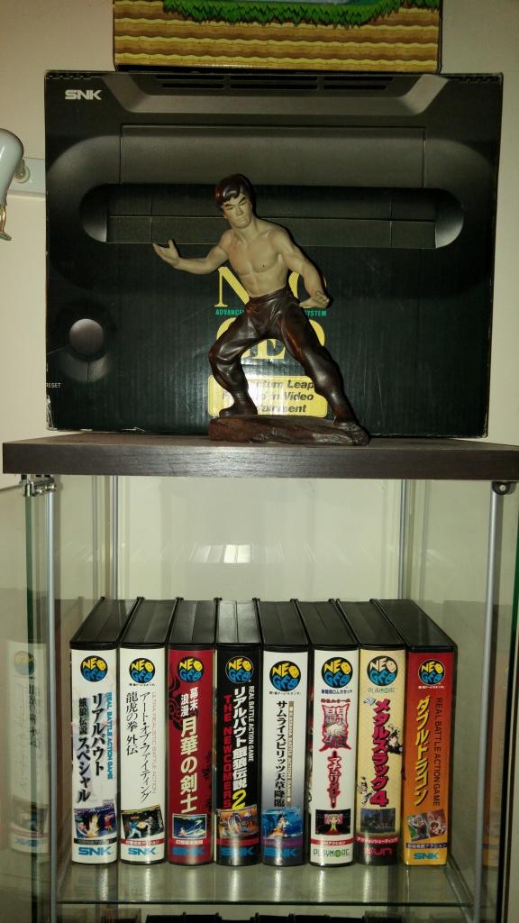 ajout de ma collection Neo Geo AES en vitrine :) 75419920160512153327