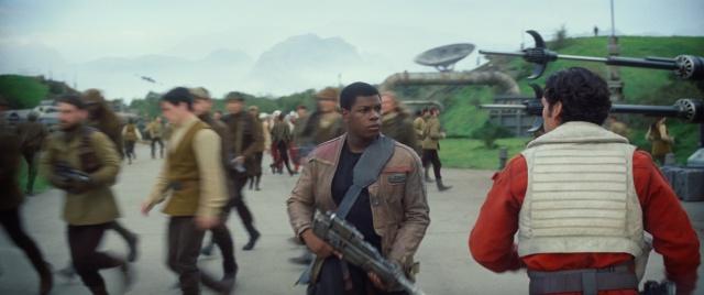 Star Wars : Le Réveil de la Force [Lucasfilm - 2015] - Page 4 755441w37