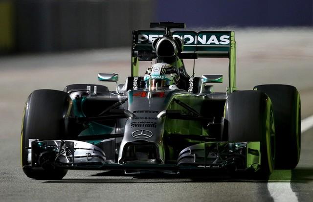 F1 GP de Singapour 2014 : (essais libres-1-2-3-Qualifications) 7576412014SingapourLewisHamilton1