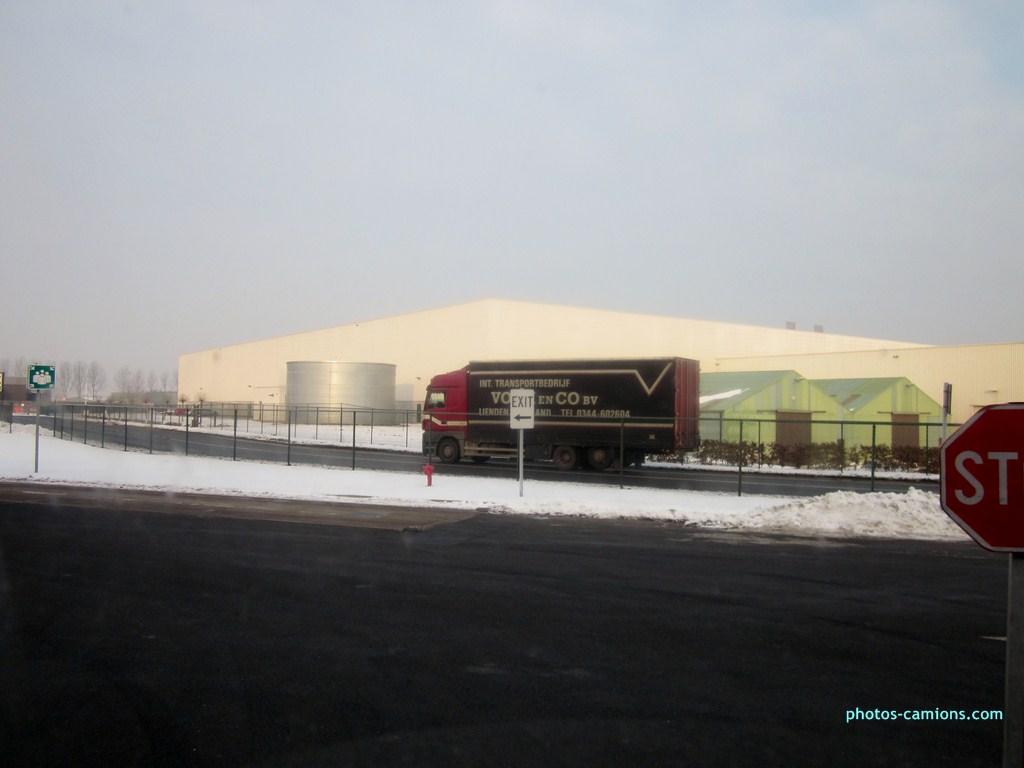 Mercedes Actros MP 1,2 et 3 - Page 4 761246photoscamions25I2013332Copier