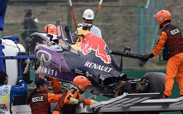 F1 GP du Japon 2015 (éssais libres -1 -2 - 3 - Qualifications) 7616062015accidentKvyat