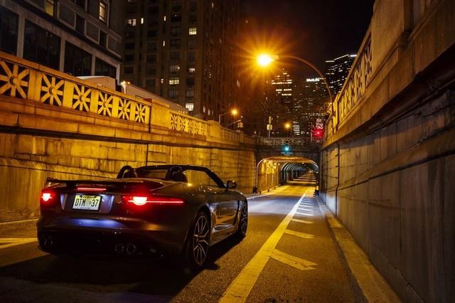 La Jaguar F-TYPE SVR rugit dans le Fameux tunnel de Park Avenue À New  763647JaguarFTYPESVRTunnel027LowRes