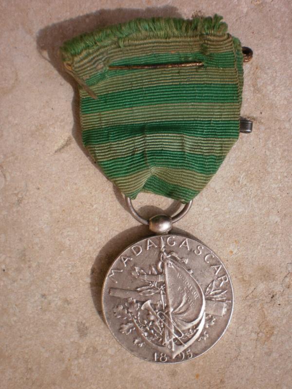 Les objets liés aux expéditions françaises à Madagascar 767797MdailledelasecondeexpditionMadagascar1895002