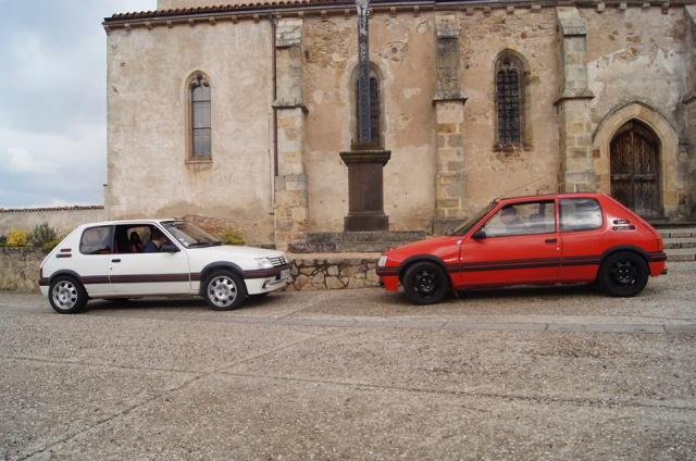 [AutoRétro-63]  205 GTI 1L9 - 1900cc rouge vallelunga - 1990 - Page 8 776126166200310202596627290826779612241n