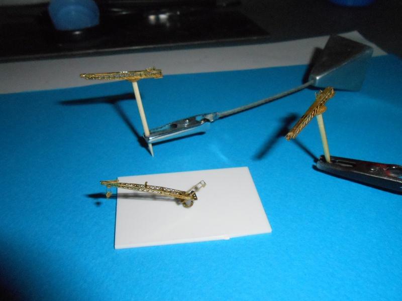 Yamato 1/700 fuji, PE,Pont en bois et babioles - Page 3 782771DSCN5429