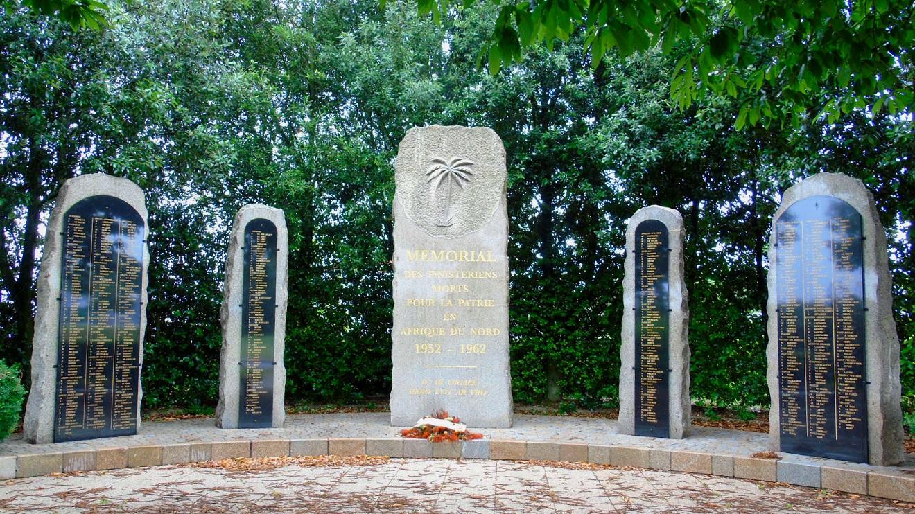 [Histoires et Histoire] Monuments aux morts originaux Français Tome 1 - Page 39 782811portlaunay