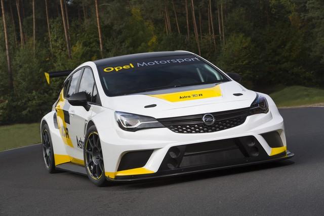 Présentation de la nouvelle Opel Astra TCR aux écuries clientes 783057OpelAstraTCR297899
