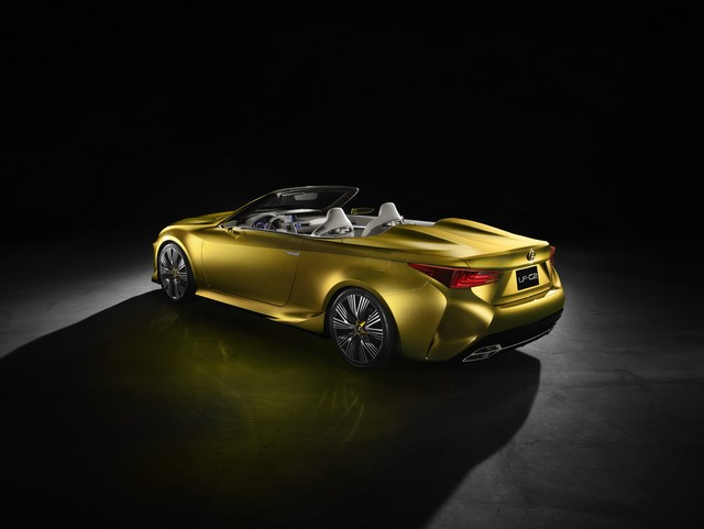 Le Concept Lexus LF-C2 Brille Sous Les Projecteurs Du Salon De Los Angeles 792276LFC2gRear34drvhigh