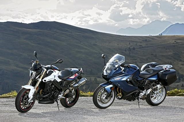 BMW Motorrad revoit la F 800 R et la F 800 GT. Plaisir du pilotage sportif et grand tourisme dynamique sous une forme affûtée 792415P90241427highResbmwf800randbmw