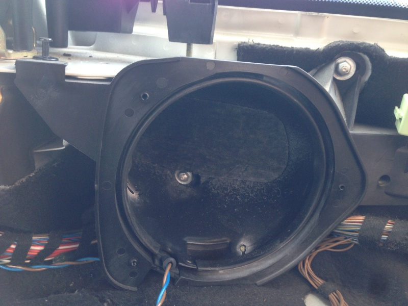[BMW E46 Touring] Changement des haut-parleurs arrières 795262IMG5726