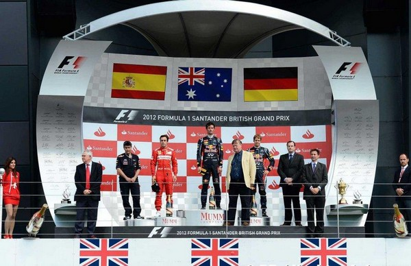 F1 GP de Grande Bretagne 2012 : Victoire Mark Webber  7964732012FernandoAlonsoMarkWebberSebastianVettel