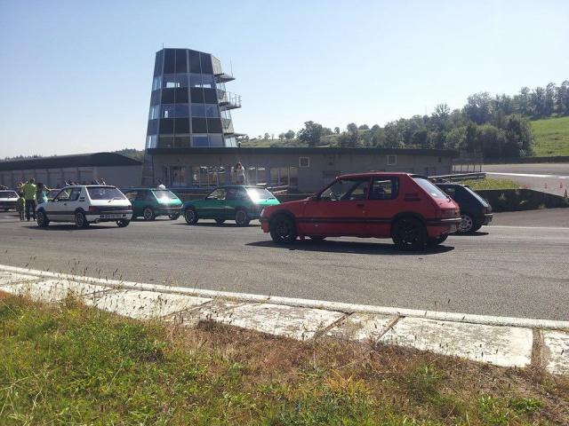 [AutoRétro-63]  205 GTI 1L9 - 1900cc rouge vallelunga - 1990 - Page 8 80172510409091339021742926447276031439522044888n