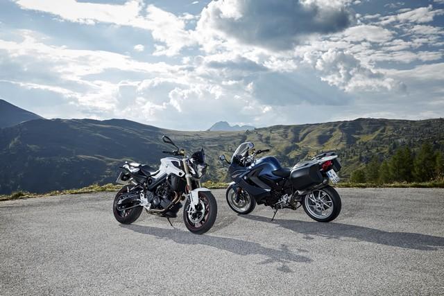 BMW Motorrad revoit la F 800 R et la F 800 GT. Plaisir du pilotage sportif et grand tourisme dynamique sous une forme affûtée 803697P90241429highResbmwf800randbmw