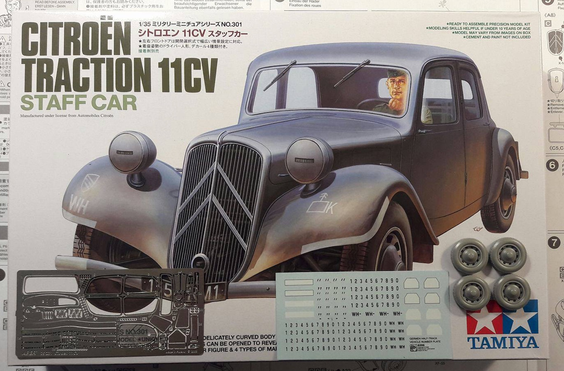 Citroën traction 11CV 1/35ème 812397CitroenBox