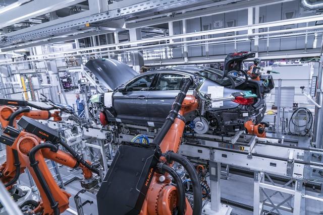La nouvelle BMW Série 5 Berline. Plus légère, plus dynamique, plus sobre et entièrement interconnectée 813296P90237948highResbmwgroupplantding