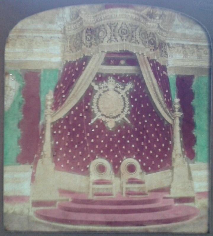 Exposition « Trônes en majesté, l'autorité et son symbole » - Page 8 81412757JPGqsfqsdfqsdfq