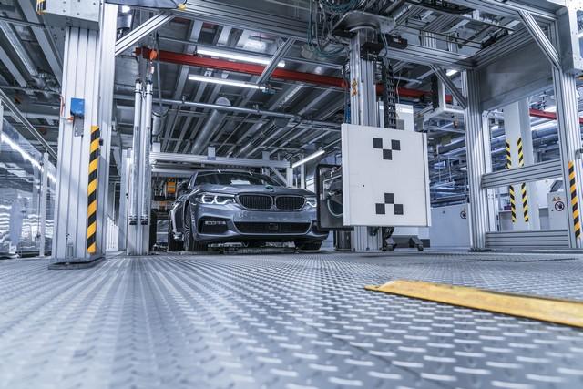 La nouvelle BMW Série 5 Berline. Plus légère, plus dynamique, plus sobre et entièrement interconnectée 817000P90237960highResbmwgroupplantding