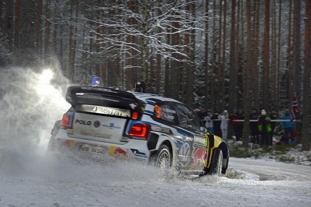 Rallye de Suède : Ogier maîtrise une tâche herculéenne, Volkswagen défend sa position de leader  820327hd022016wrc02dr17237