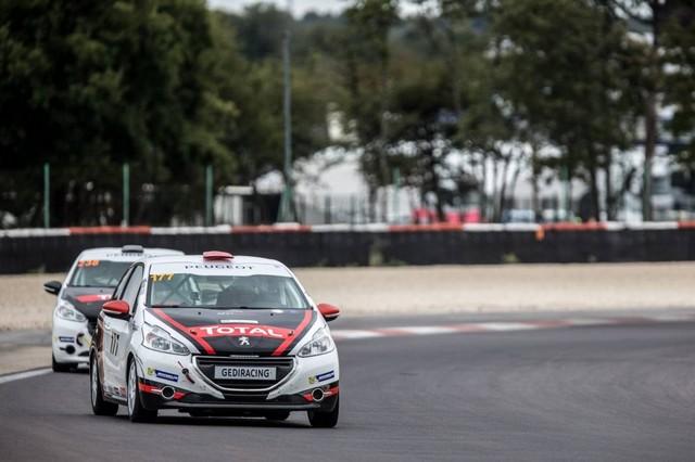 RPS / De Plus En Plus De Prétendants Aux Podiums Des Rencontres Peugeot Sport ! 82115257cbfc93d047e