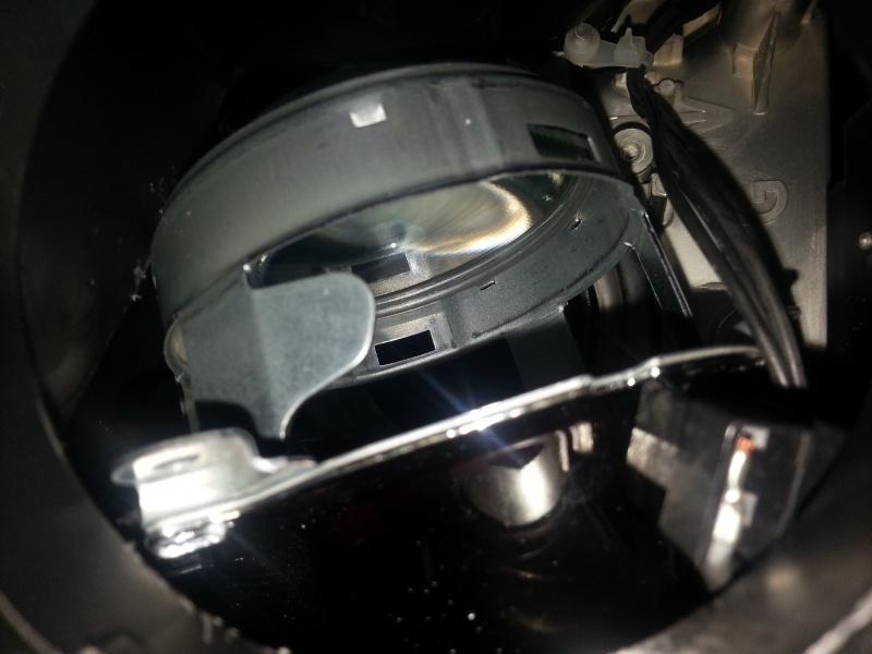 [Tuto] Nettoyage lentille feux de croisement 82531320140120001655