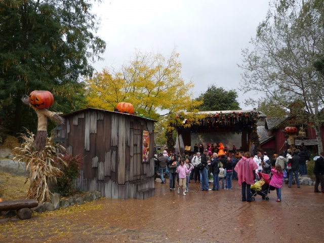Présentation des Saisons Halloween et Noël 2015 à Disneyland Paris - Page 2 826069P1100416