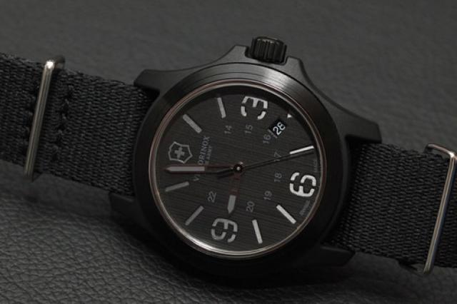 Recherche une montre: avis de connaisseurs désiré! - Page 2 831455victorinoxswissarmyoriginalwatchstencil40mm