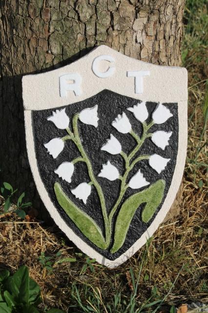Blason du RCT en pierre reconstituée sculptée. 831537IMG2875b