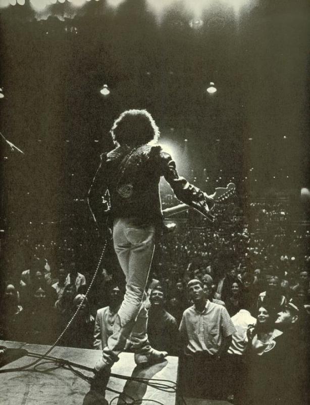 Bakersfield (Civic Auditorium) : 26 octobre 1968  - Page 2 8375144253793271648973224001000008667663619380721675326601n