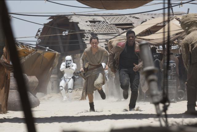 Star Wars : Le Réveil de la Force [Lucasfilm - 2015] - Page 2 838849w33