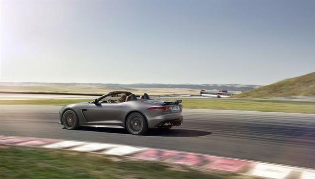 Nouvelle Jaguar F-TYPE SVR : La Supercar Capable D'atteindre 322 km/h Par Tous Les Temps 843459JAGUARFTYPESVR29CONVERTIBLETrackLowRes