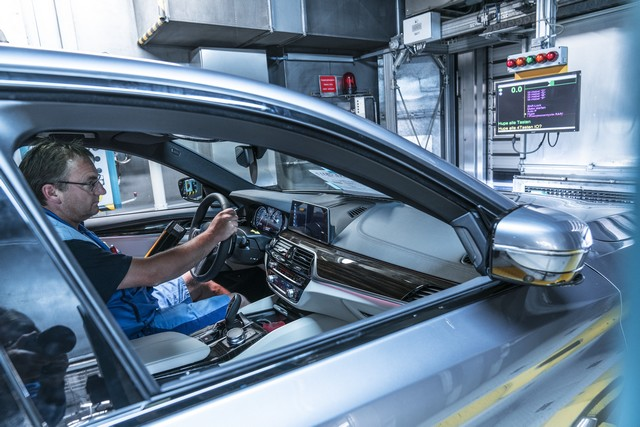 La nouvelle BMW Série 5 Berline. Plus légère, plus dynamique, plus sobre et entièrement interconnectée 843705P90237957highResbmwgroupplantding