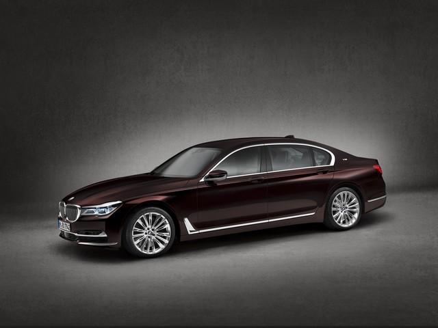 BMW et American Express lancent la Carte Platinum American Express signée BMW une première dans le segment automobile Premium en France 844001P90208706highResbmwm760lixdrivemo