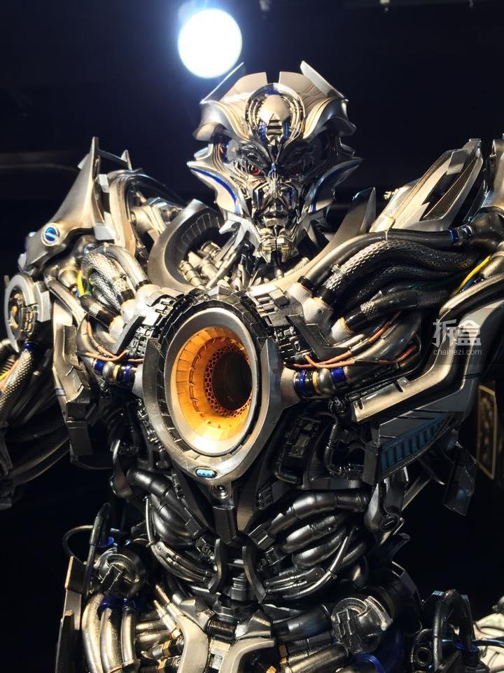 Statues des Films Transformers (articulé, non transformable) ― Par Prime1Studio, M3 Studio, Concept Zone, Super Fans Group, Soap Studio, Soldier Story Toys, etc - Page 3 846065P1STF4galvatronpreview0041429109252