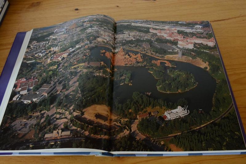 Disneyland Paris : de l'Esquisse à la Création [Nouveau Millénaire - 2002] - Page 3 8493852029