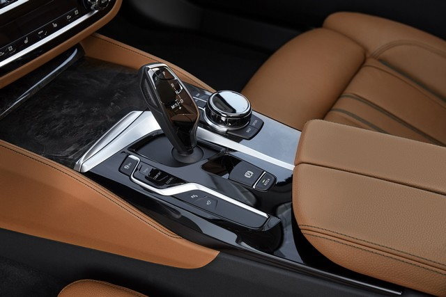 La nouvelle BMW Série 5 Berline. Plus légère, plus dynamique, plus sobre et entièrement interconnectée 852349P90237326highResthenewbmw5series