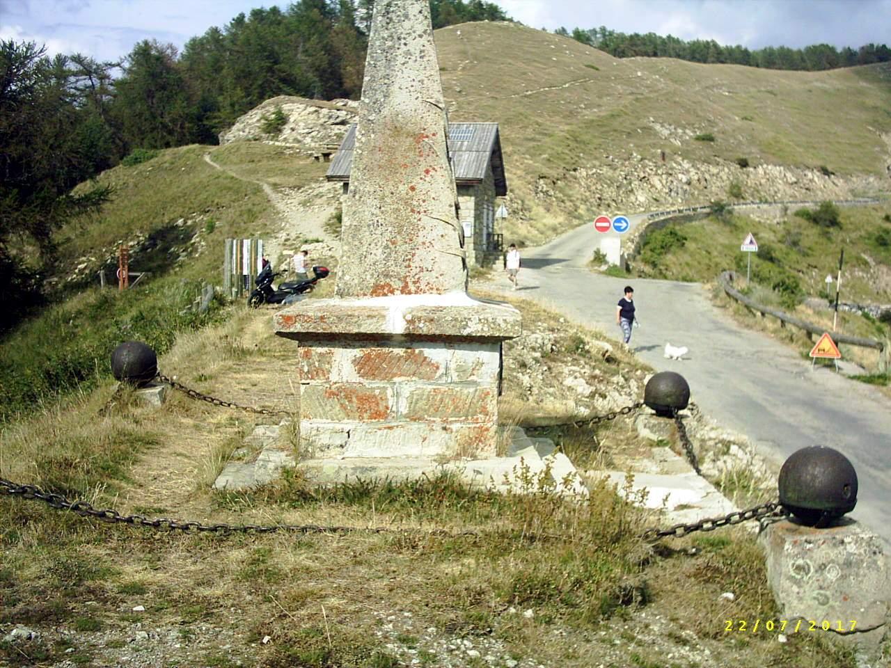 [Histoires et Histoire] Monuments aux morts originaux Français Tome 1 - Page 39 854801PIC0017