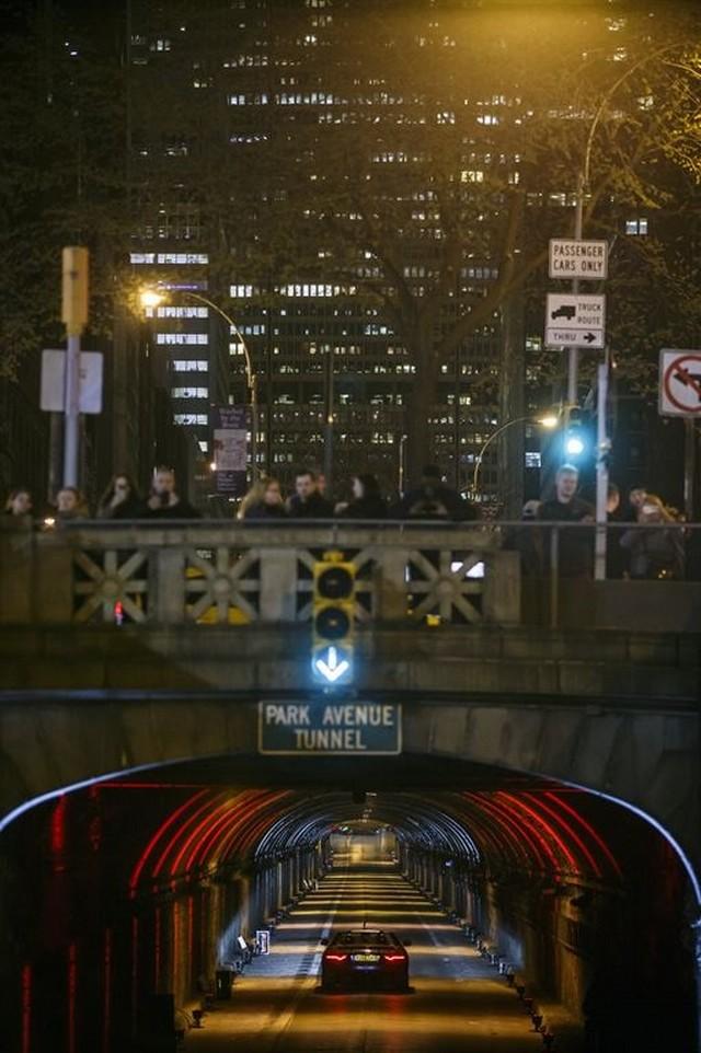La Jaguar F-TYPE SVR rugit dans le Fameux tunnel de Park Avenue À New  855582JaguarFTYPESVRTunnel069LowRes