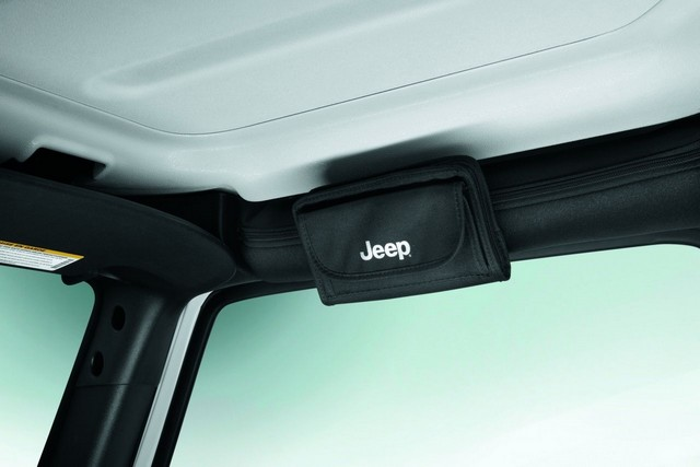 Jeep® Wrangler : un été d'aventure grâce à Mopar® 860380RangelunetteK310RR152