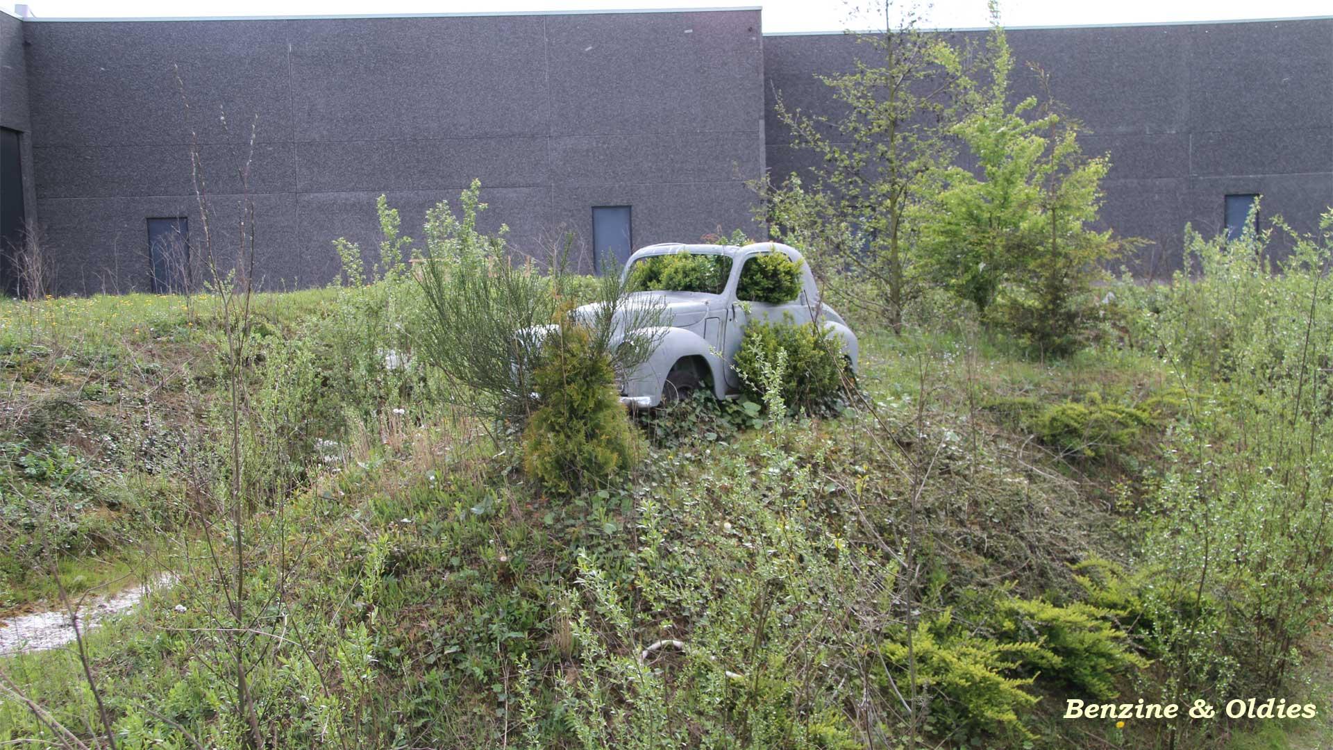 une Simca 6 carrosserie aluminium oubliée dans la nature - Simca6 861181simca6street10w19201080