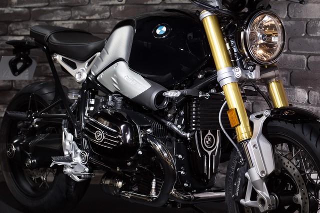 BMW Motorrad : accessoires « Machined » pour les BMW R NineT. 863074P90245870highResbmwrninetxroland