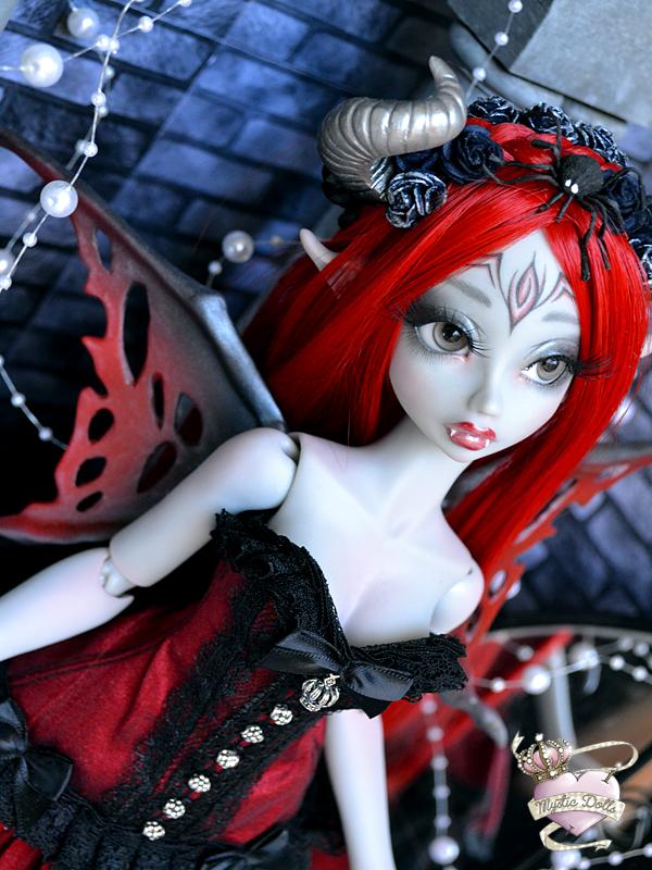 [Créa] † Mystic Dolls † : Réservations ouvertes ! 864087ArielleVampireLdoll03