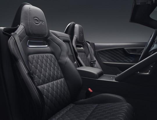 Lancement De La Nouvelle Jaguar F-TYPE Dotée De La Technologie GOPRO En Première Mondiale 867617jaguarftype18mysvrconvertiblestudiointerior10011702
