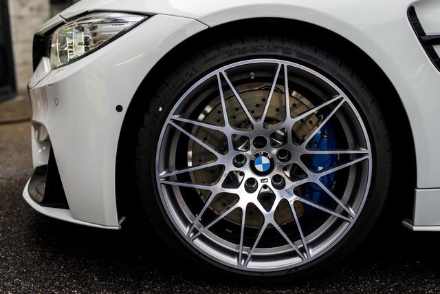 BMW M4 Coupé Tour Auto Edition : une édition française ultra limitée pour célébrer le rallye emblématique. 873231P90215117highResbmwm4coupetourau